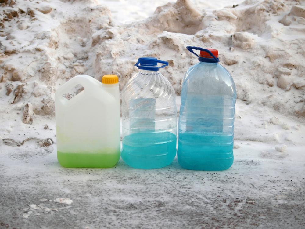 В Ярославской области полицейские изъяли 135 литров стеклоомывающей жидкости