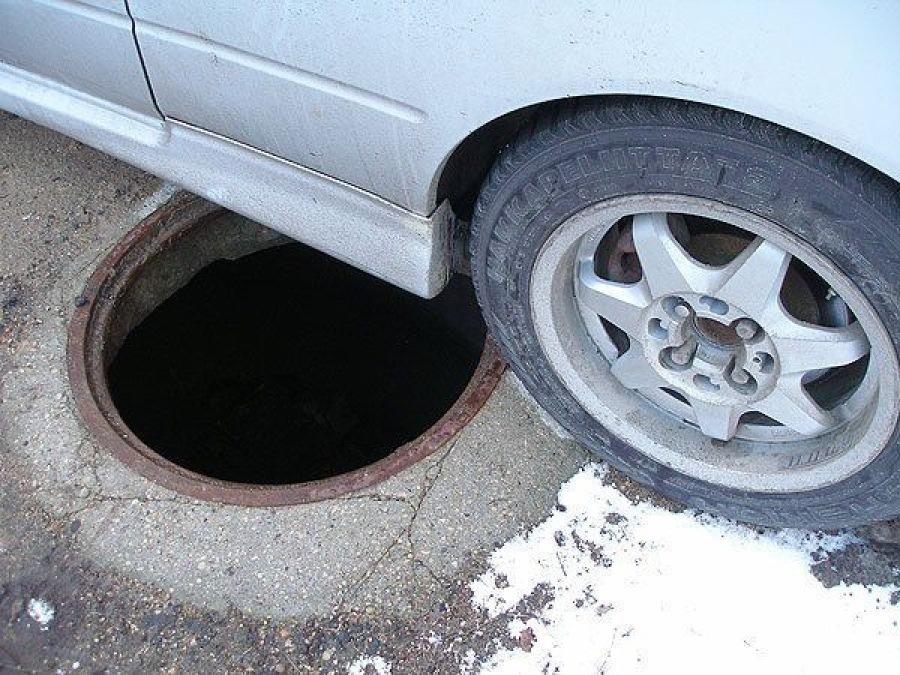 Ярославец похитил несколько магистральных люков исдал ихвметаллолом