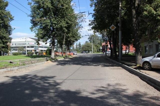 ВЯрославле продолжается ремонт дороги напроспекте Ленина