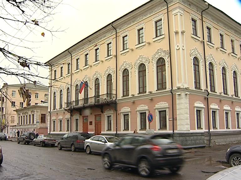 Бывшие здания ДГХ иКировской администрации выставили наторги