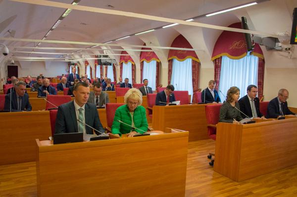 Народные избранники Яроблдумы проголосовали заобъединение полномочий главы города исити-менеджера