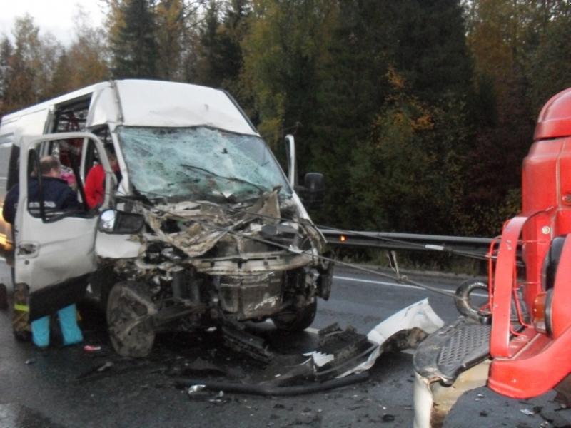 ВПервомайском районе столкнулись КаМАЗ имикроавтобус