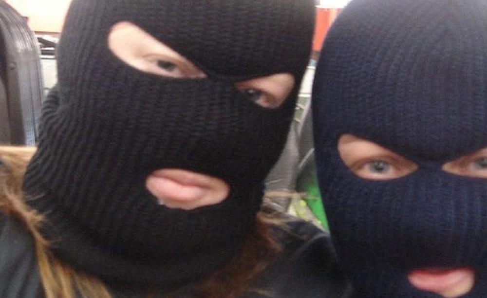 ВЯрославле подростки вмасках испистолетами пытались ограбить кондуктора