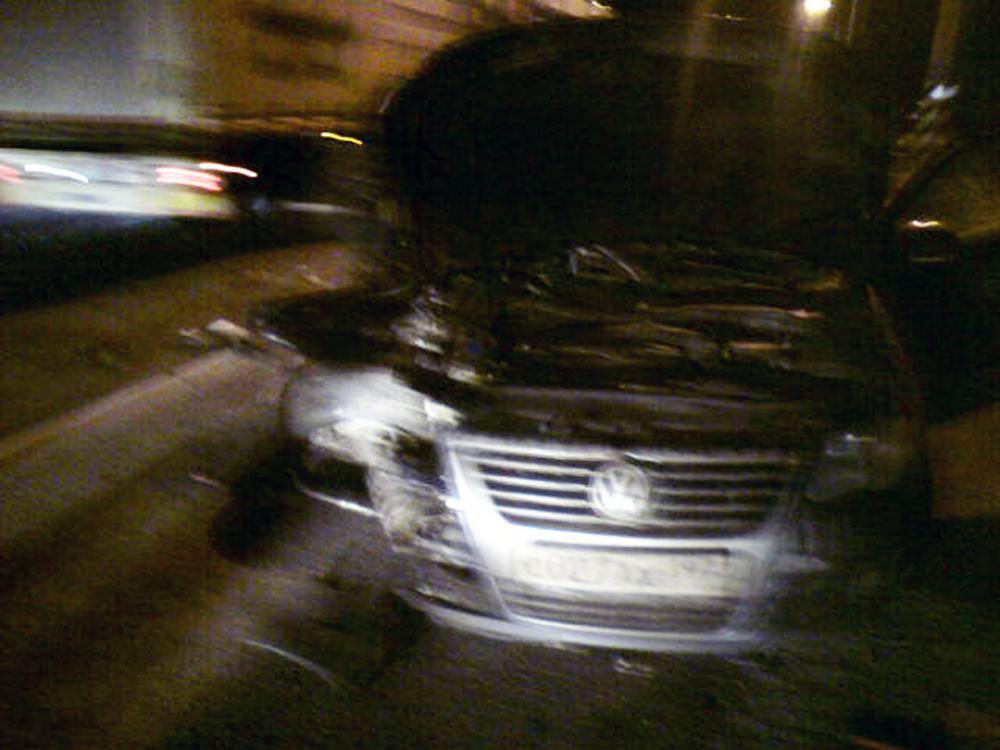 Под Ярославлем пассажиров иномарки выбросило под колеса фургона