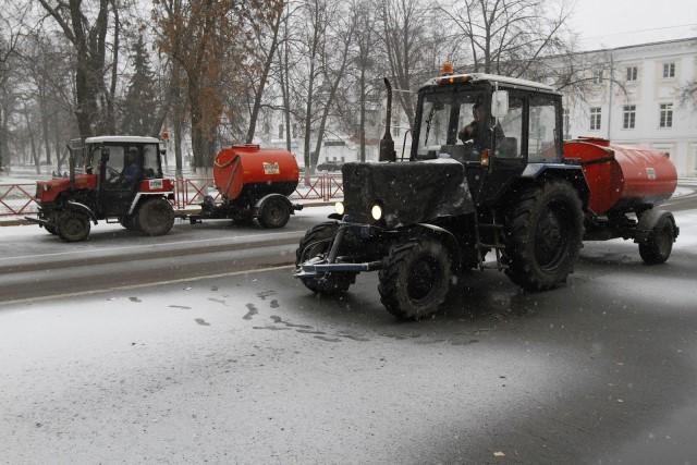 Власти Ярославля вынудили подрядчиков немедленно увеличить количество снегоуборочной техники