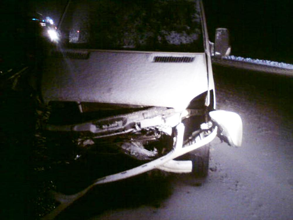 Натрассе М-8 легковушка столкнулась смикроавтобусом: необошлось без жертв