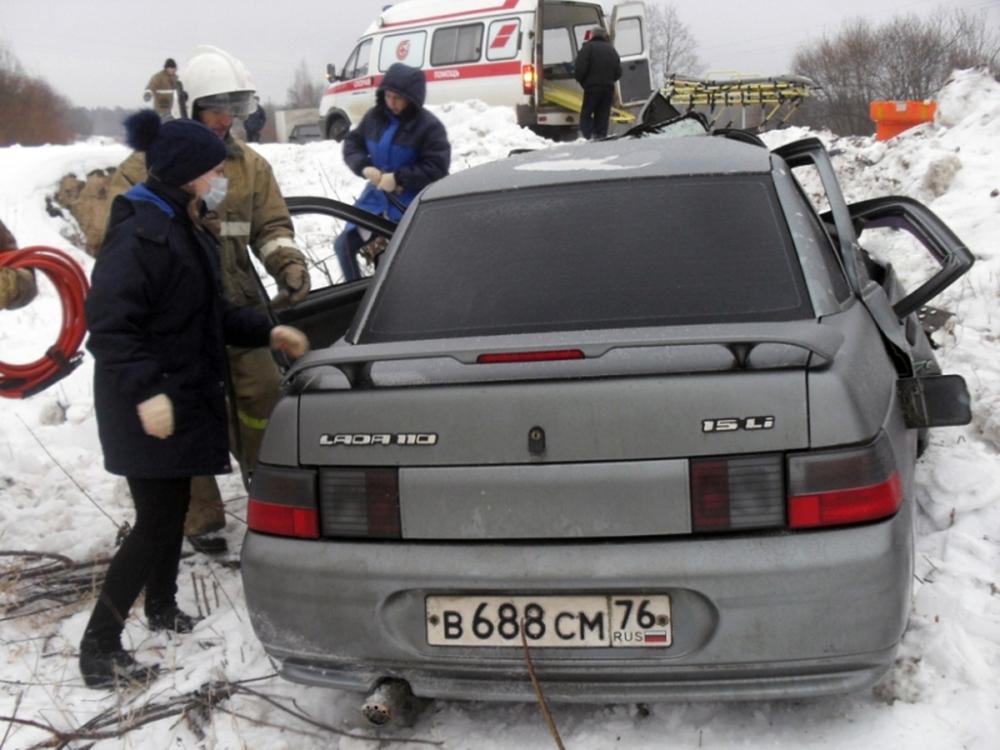 Влобовом столкновении ВАЗа ифуры погибли два человека