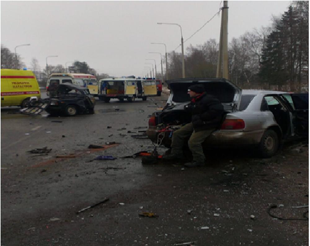 Вкрупном ДТП вНекрасове погибли 2 человека
