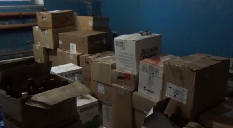 Три тысячи бутылок «левого» алкоголя обнаружили наскладе вРыбинске