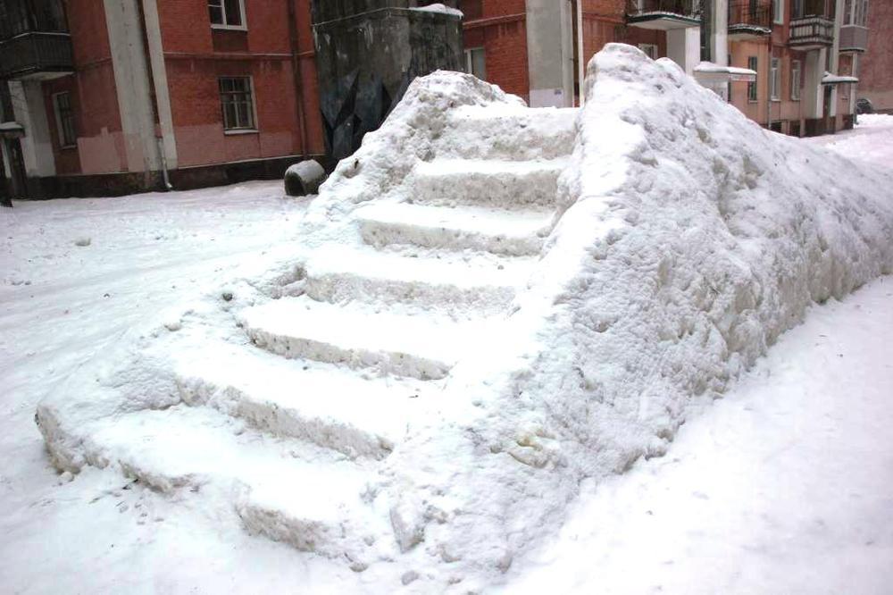 ВЯрославле начали строить ледяные горки