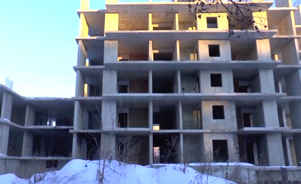 Ярославские полицейские спасли упавшего вшахту лифта мужчину