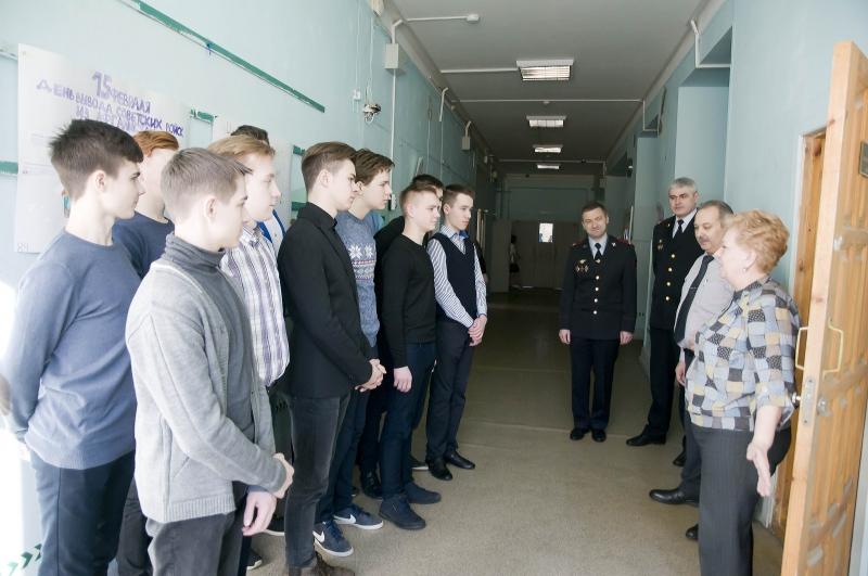 Воспитанники школы №33 собрали посылки для полицейских, которые служат наСеверном Кавказе
