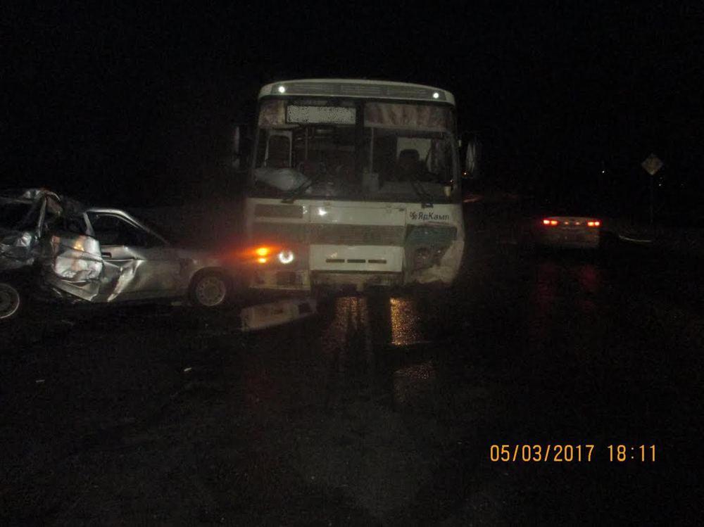 Под Рыбинском ВАЗ столкнулся срейсовым автобусом: четверо пострадавших