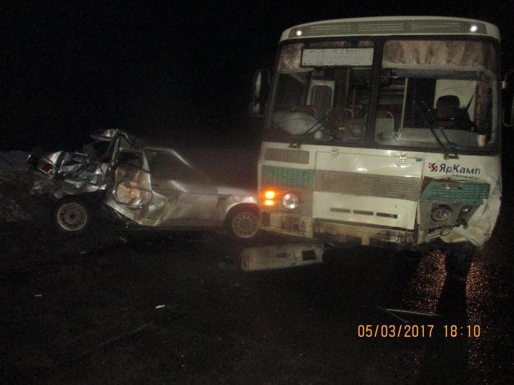 ВРыбинском районе «ВАЗ» столкнулся савтобусом, четверо пострадавших