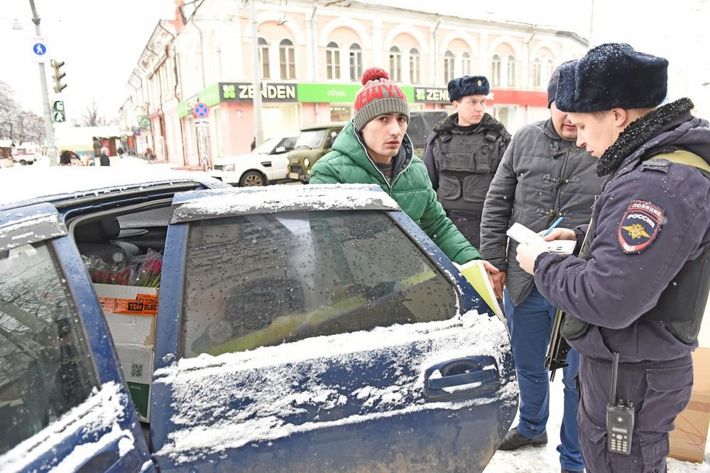 Вцентре Ярославля разгоняют торговцев цветами