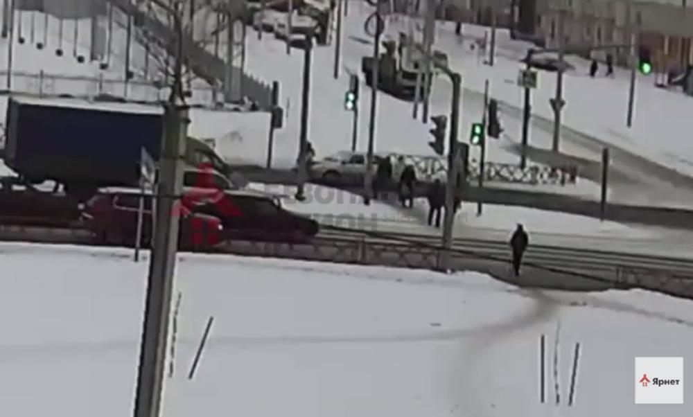 ВЯрославле напешеходном переходе сбили женщину (видео происшествия)