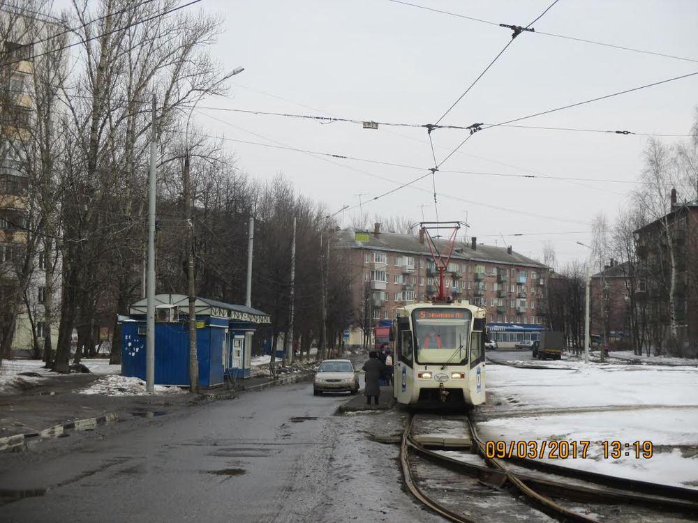 ВЛенинском районе иностранная машина сбила семилетнюю девочку наостановке