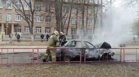 ВЯрославле наулице Чехова дотла сгорел автомобиль