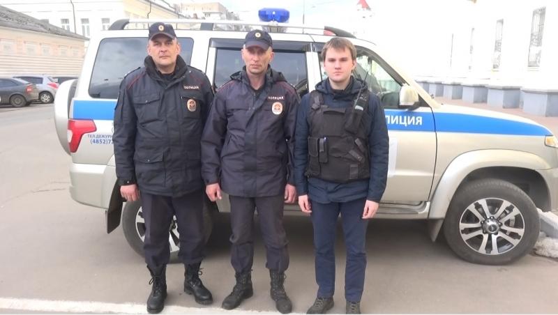 ВЯрославле спасли студента колледжа, стоявшего накраю моста