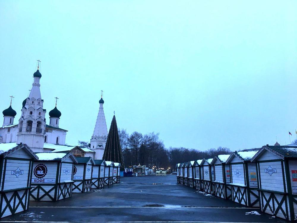 НаСоветской площади поставили домики-шале: чем будут торговать