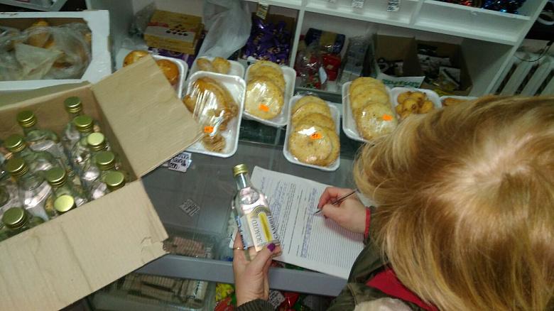 ВоФрунзенском районе впроцессе рейда пресечена продажа контрафактного алкоголя итабака